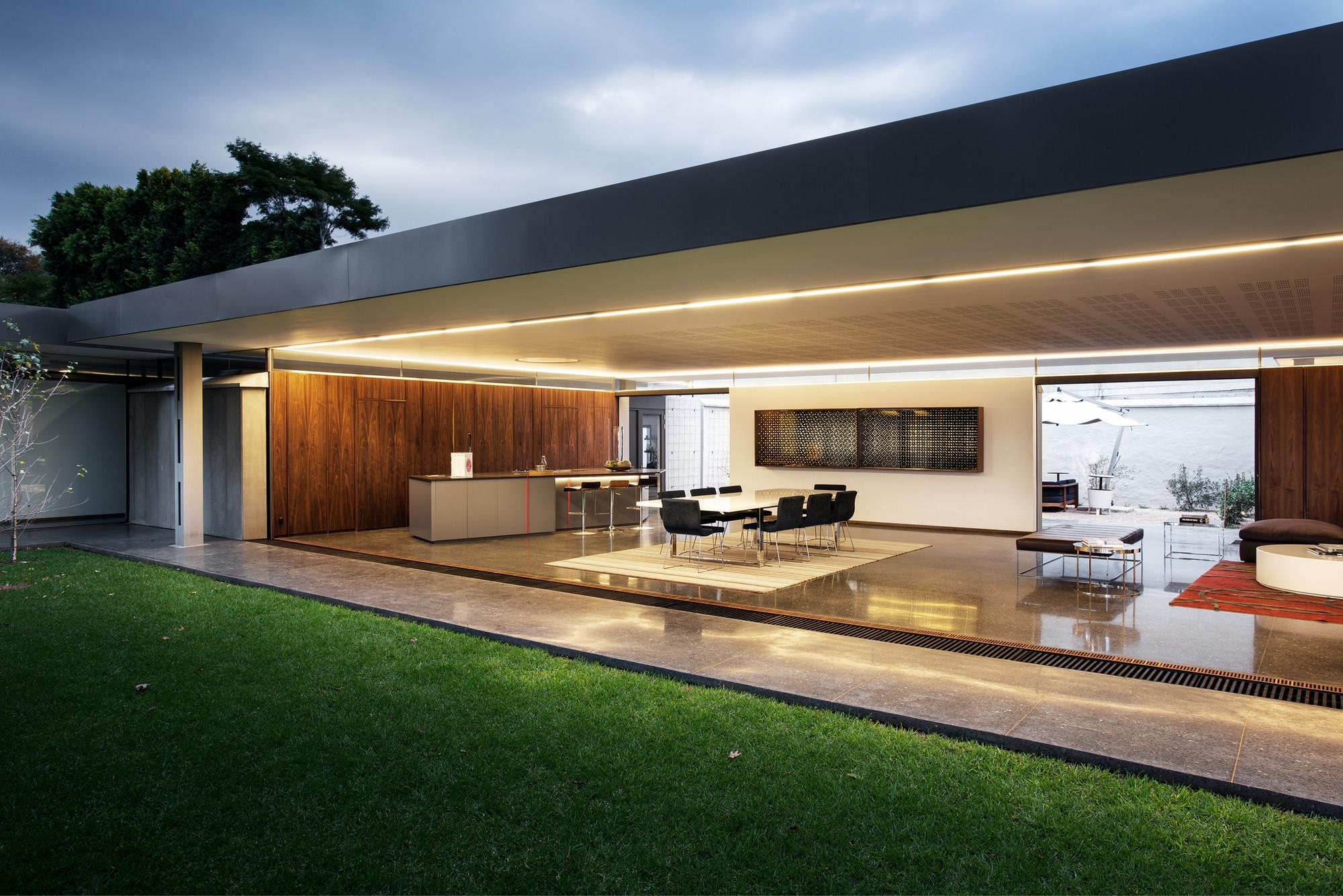 House 02 in Hydepark